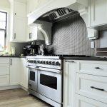 Gotuj na gazie i piecz w piekarniku elektrycznym. Wybierz kuchnię gazowo-elektryczną!